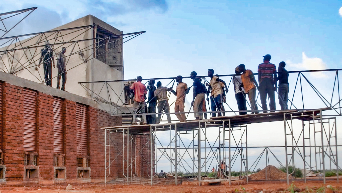 Burkina Faso Team Installing Roof Truss In Lycee Schorge Photo By Kr Architecture