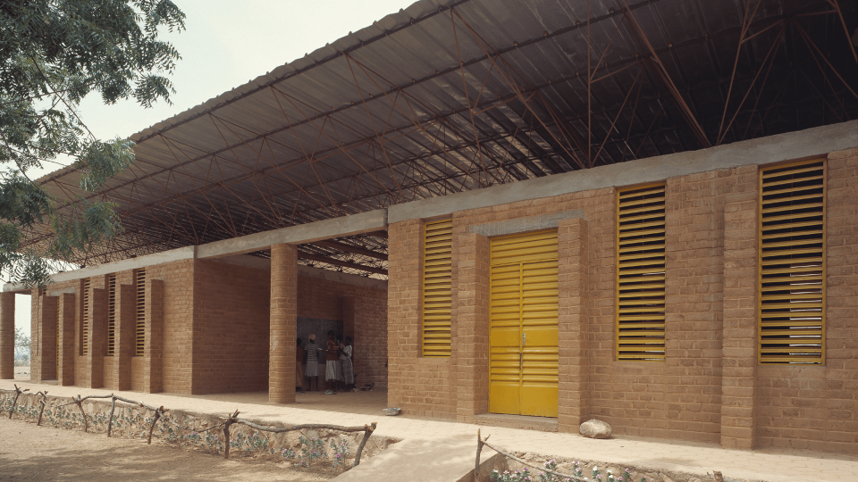 Longitudinal perspective view of the first elementary school in Gando.